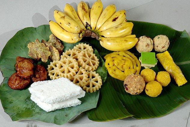 A_food_treats_arrangement_for_Puthandu-pandulipi.net-new-year-source-wikimedia.org